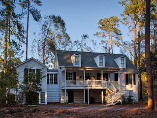 Lake Front 5 BR Spacious Home - Serene Sanctuary Close to the Beach