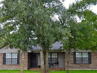 Waterfront Retreat Located in Aggieland 12 minutes from Kyle Field