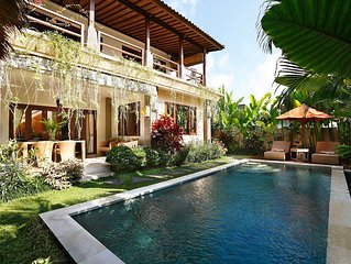 Villa Serena - Luxury 2BR pool villa in rice fields, 10 mn walk to Ubud