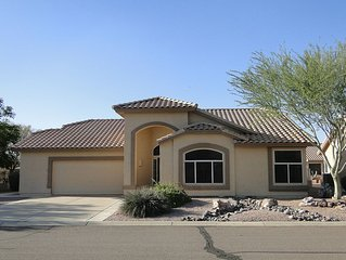 Snowbirds-Relax in our charming newly decorated home near Superstition Mountain