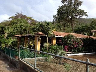 Mar Y Sol Beach House, Only 100 m from beautiful Beach, Wi-Fi, Tropical Haven