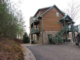 Luxury Log Cabin Harrah's Casino, Bryson City and Cherokee - Bearadise Lodge