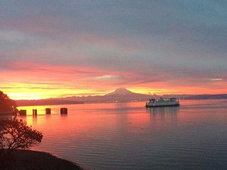 FOOTBALL WEEKEND Views of Sound & Mt Rainier, Feet from Beach Large Private Lot