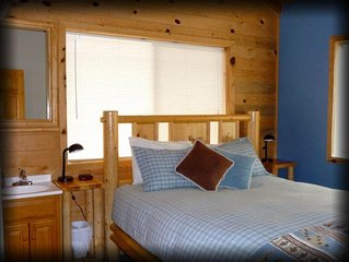 3 Bedroom Mountain Cabin w/ stunning views! Sleeps 7.