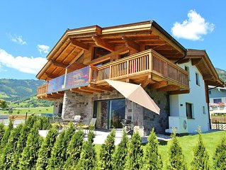 Sophisticated chalet nearby Kaprun with private wellness