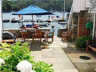 Beautiful Waterside House with large Private Courtyard in the centre of Fowey