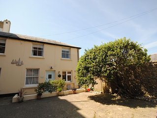 Mews Cottage -  a cottage that sleeps 6 guests  in 3 bedrooms