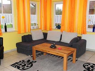 Komfortable Ferienwohnung am Deich, kinderfreundlich, Garten, Strandkorb, WLAN