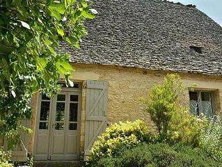 Maison de charme en pierre et toit de lauzes avec piscine privee