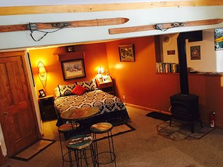 45 minutes from Denver! Easy access to skiing. Close to Georgetown, quiet area