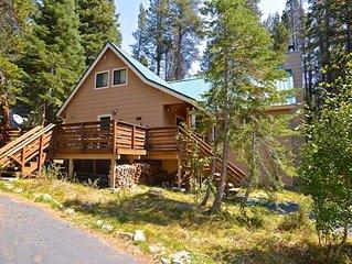 Black Diamond Lodge: 2 BR / 2 BA  in Lakeshore, Sleeps 11