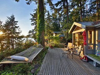 Charming Waterfront Cottage * Holmes Harbor & Sunset Views with  Private  Beach