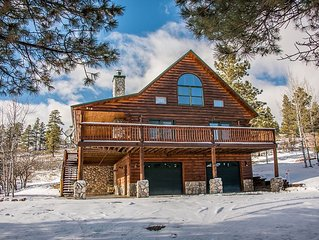 Mountain Lodge - Stunning Log Home with Mountain Views!