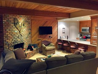 3D Tour! Beautiful 3 Bed duplex, over-river deck, fire place, hot tubs, pool,