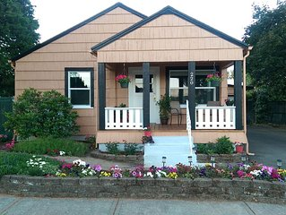 Lovely Charming 1920s Cottage In Downtown Dundee - 2 Bedroom/1 Bath