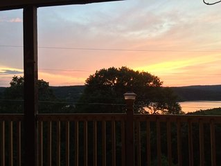 Sunsets And Lake Views Year Round - Tranquility & Privacy