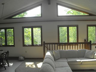 Spring & Summer , Wraparound Porch, Sleeps 8+, 5* Reviews, Hike, Bike & Swim!!
