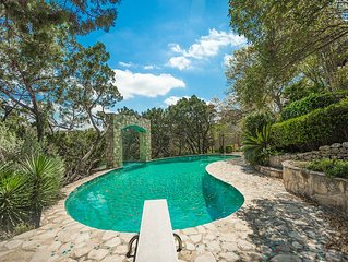 6000sf Private Estate W/ Pool-- Close to Everything--a Hill Country Retreat