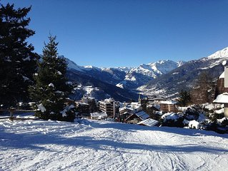 10 bed apartment 5 minutes' walk from the pistes of a picturesque ski resort.