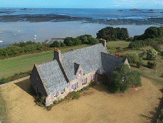 Maison unique, en pierre ,spectaculaire vue mer 180º sur la falaise