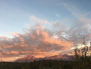 Peaceful Getaway With Spectacular Mountain Views