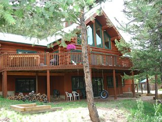 Secluded, luxurious, 5 bedroom log home, private hot tub on 12 acres
