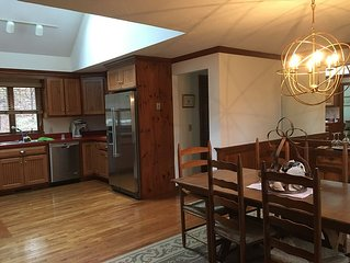 Chatham Gem - Pet Friendly Yr-Round House, Open/Spacious & Near Downtown.