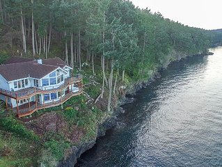 Beautiful Waterfront Home, Amazing Views and Hot Tub!! - (Channel Heights)