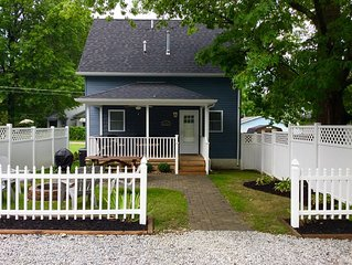 Driftwood Cottage: Walk to attractions! Sleeps 10