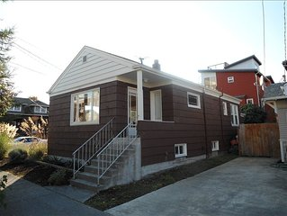 BEAUTIFUL ALKI BEACH COTTAGE 1/2 BLOCK TO BEACH 2 BR + 2 BATH