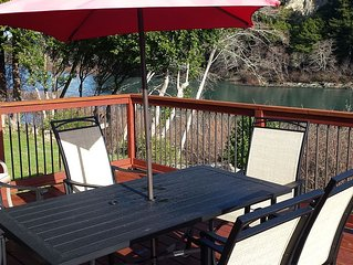 Redwood Coast River House on the Smith River & Redwood Park - Sleeps 8