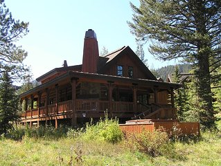 On the golf course, spectacular luxury resort chalet, with mountain view, 3 bed