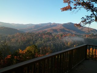 Fantastic Smoky Mtn Views - Cozy Quiet Cabin - Convenient location - Easy Access