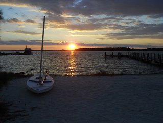 Beachfront-Private Beach-Private Dock-Sunsets on the Bay! Newly Renovated!