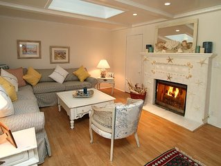 Seashell Cottage - ON SPECIAL! Charming Hideaway at the Beach