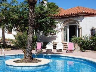 Villa, Pool, BBQ, free WiFi, Bonmont Golf 6km, Beach 1.6km, Weekend breaks
