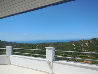 Contemporary Loft apartment in an area of Outstanding Natural Beauty, Sleeps 5