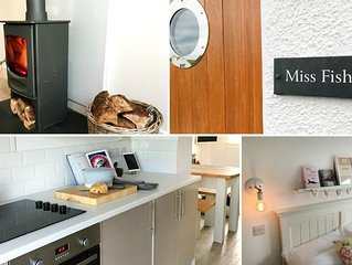 Charming newly refurbished, 2-bedroom cottage in the heart of the beautiful Por