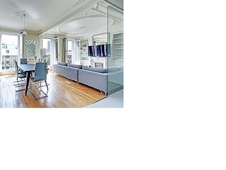 Modern / Contemporary 85m2 apartment in Neuilly-sur-Seine. Upscale furniture.