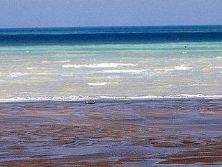 2 mins walk. Fine Sand at Low Tide / Heating included / Garden / WIFI / 2 bathr