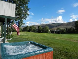A MUST SEE!! JUST REMODELED! Golf Course! SPACIOUS! Private & Quiet, Hottub & .