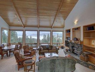 3BD, 2.5 BA cabin w/breathtaking views and hot tub!