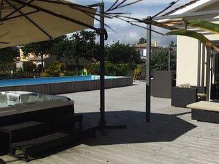 Villa 5 chambres  piscine 26oet spa 37o