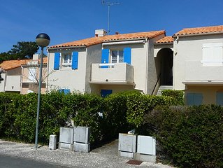 ILE D OLERON/ APPARTEMENT A 300 METRES A PIED DE LA PLAGE,parking prive,.