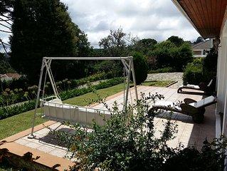 Casa para 12 pessoas: 2suites+2quartos e belo jardim - a15min a pe do Baden