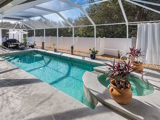 Pool, Hot Tub, Golf Cart, Outdoor TV, Pet friendly 72 in TV w/ full cable pkg
