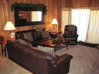 Walk to Canyon Lodge, Flatscreen TV, New Furniture plus Garage Parking!