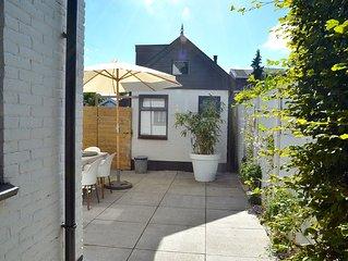 BERGEN: pretty Studio 'Landzicht', beautiful beach-front location, Wifi, bedlin