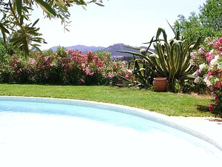 Maison provencale a Ollioules (3km de Sanary). Piscine, jardin arbore, au calme.