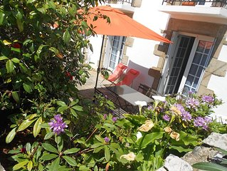 bright apartments in country house 100 meters from the port